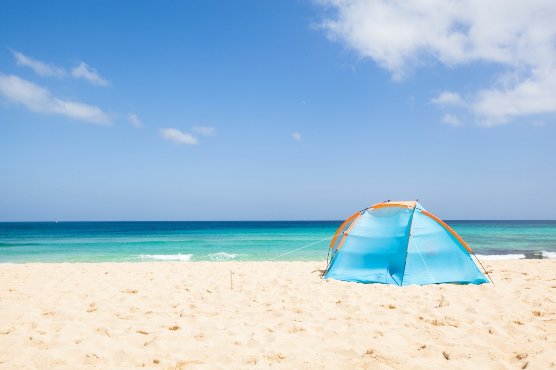 'camping with a tent at a lonesome beach with a turquoise sea and blue sky in the background, Fuerteventura, Canary Islands, Spain, Europe' - Îles Canaries